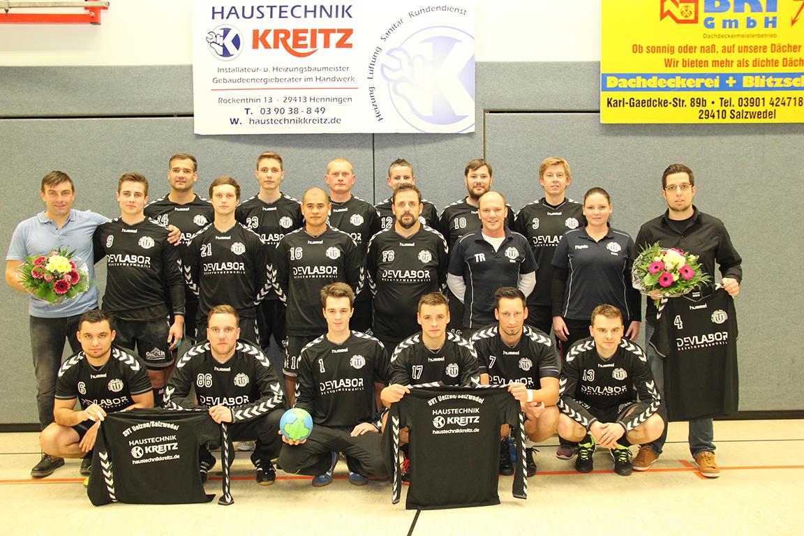 Bild: Trikotübergabe an Handballverein Salzwedel